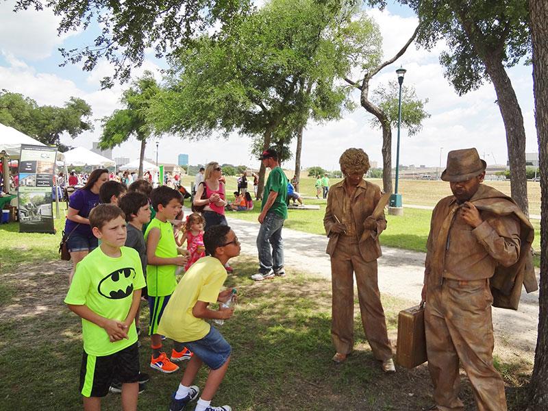 statue-bronze-kids