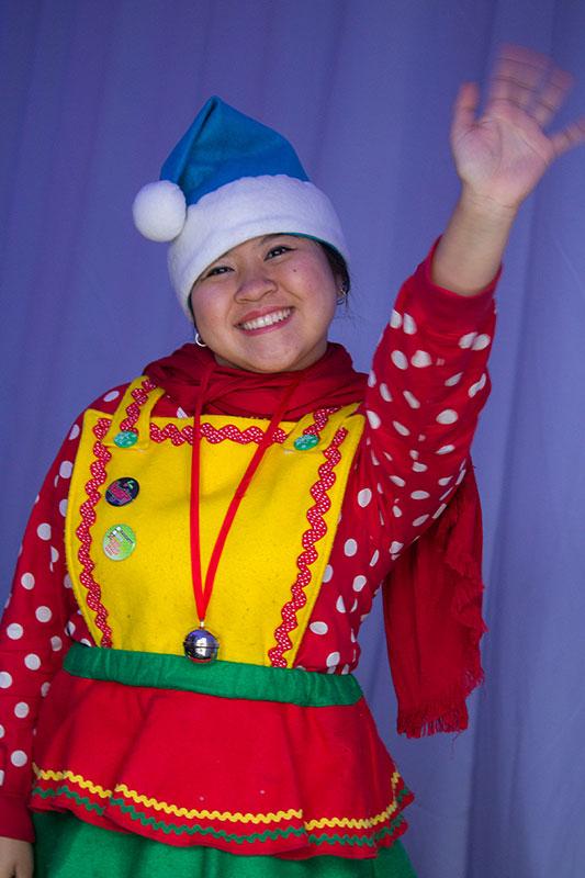 Elf waving