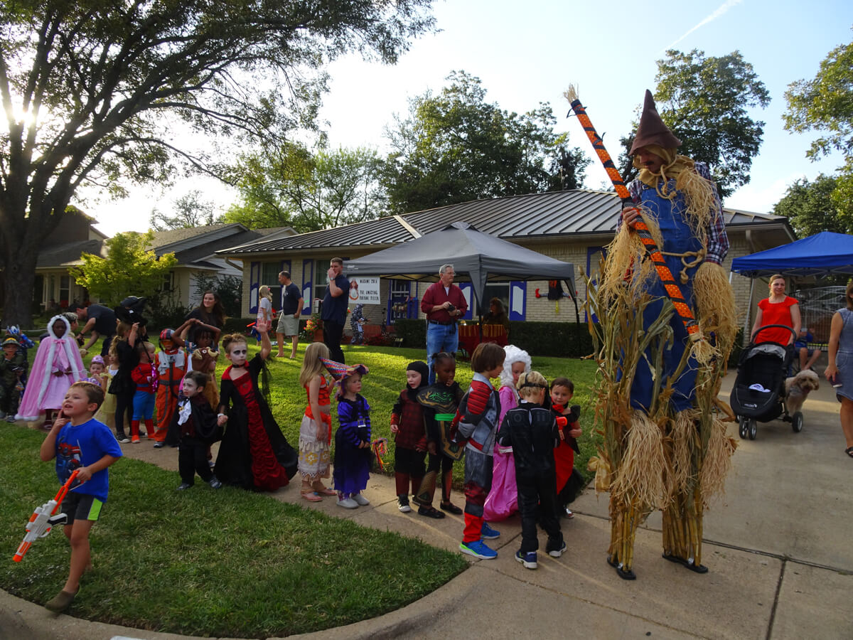 Kids in line with Scarecrow