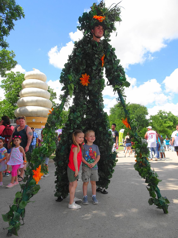 Vine stilt walker with kids
